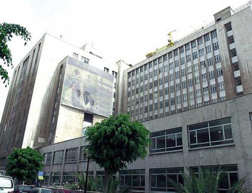 18 de septiembre de 1997: Los trabajadores descubren una cámara y un micrófono ocultos en el Hospital del Pino en Gran Canaria