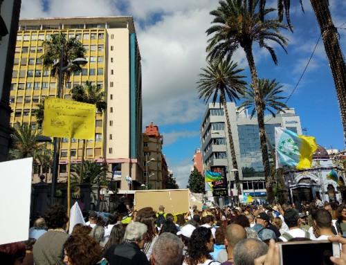 Manifestación por el macromuelle de Agaete